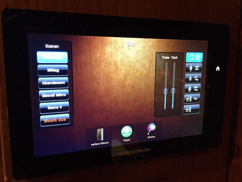 Crestron Touchscreen Berghotel Astenkrone