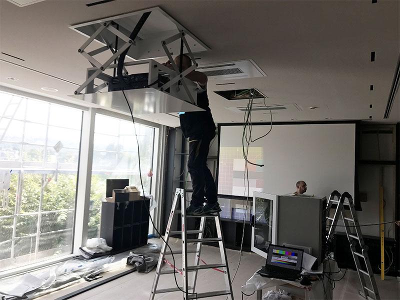 Fährhaus-Projektorlift-Andy-Mediatainment-Bild-1