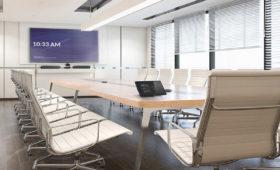 Crestron Flex im Konferenzraum mit einem Display