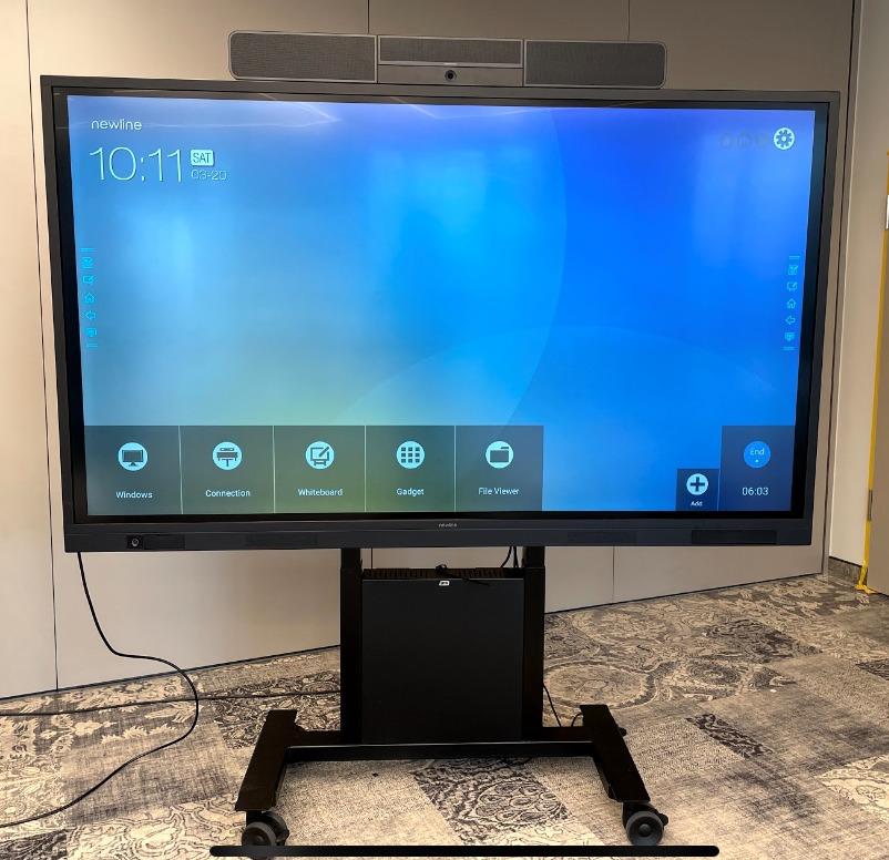 Crestron Touchscreen mit UC-SB1-CAM Videobar