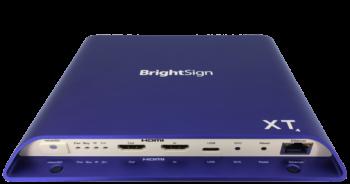 bietet plus serielle, duale USB- (Typ A und C) und Live-TV-Wiedergabe über den HDMI 2.0a-Eingang, um Inhalte von jedem Sendekanal abzuspielen